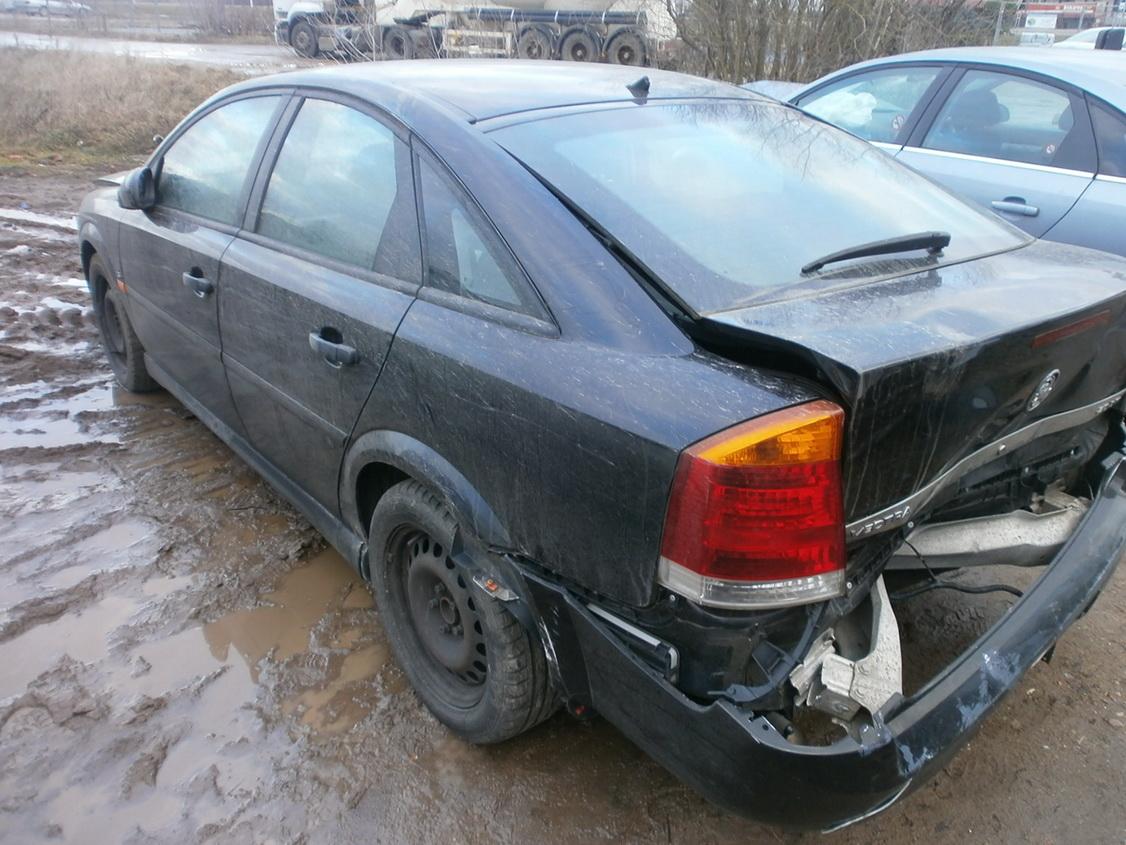 Naudotos automobiliu dallys Foto 7 Opel VECTRA 2003 2.0 Mechaninė Hačbekas 4/5 d. Juoda 2013-12-13 A1260