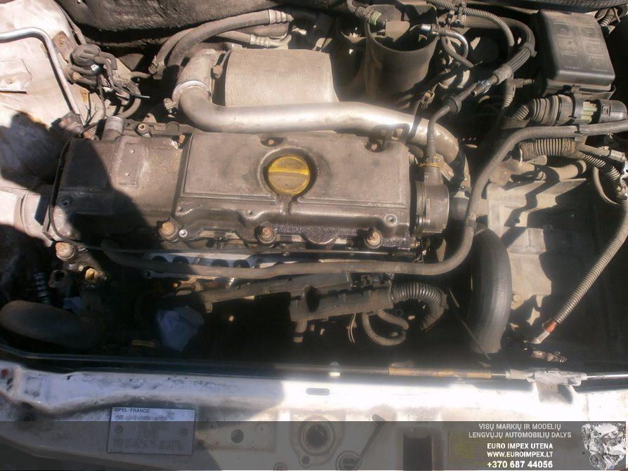 Naudotos automobiliu dallys Foto 8 Opel ASTRA 2000 2.0 Mechaninė Hačbekas 2/3 d. Balta 2014-4-30 A1537