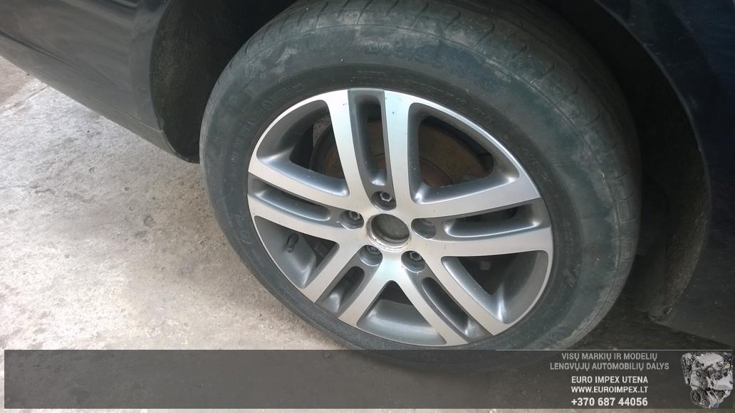 Naudotos automobiliu dallys Foto 4 Volkswagen GOLF 2010 1.6 Mechaninė Universalas 4/5 d. Juoda 2014-10-14 A1859
