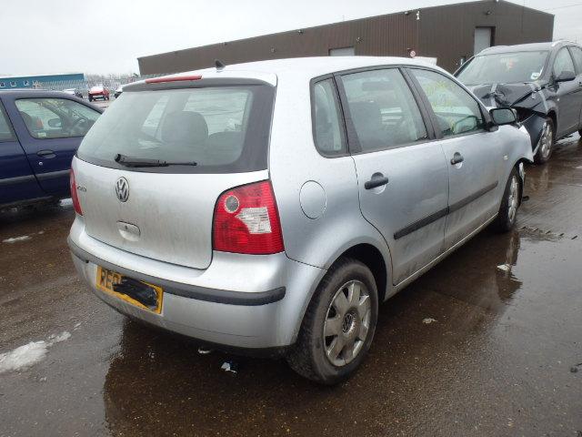 Naudotos automobiliu dallys Foto 3 Volkswagen POLO 2005 1.9 Mechaninė Hačbekas 4/5 d. Pilka 2015-2-07 A2086