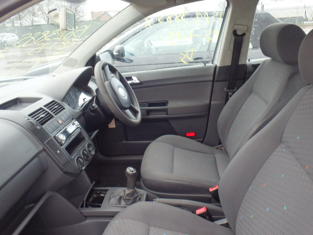 Naudotos automobiliu dallys Foto 5 Volkswagen POLO 2005 1.9 Mechaninė Hačbekas 4/5 d. Pilka 2015-2-07 A2086