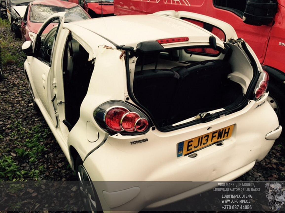 Naudotos automobilio dalys Toyota AYGO 2013 1.0 Automatinė Hačbekas 4/5 d. Balta 2015-6-29