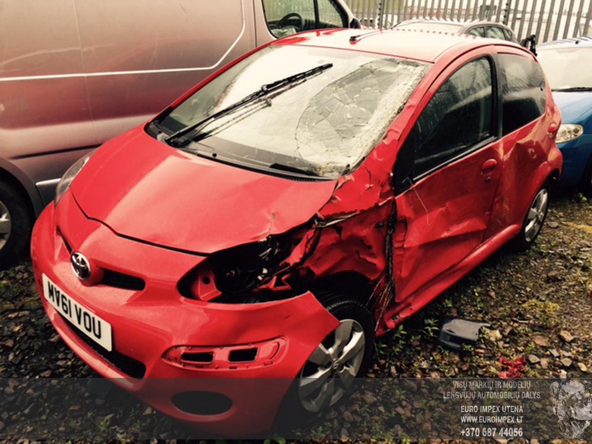 Naudotos automobilio dalys Toyota AYGO 2011 1.0 Mechaninė Hačbekas 4/5 d. Raudona 2015-6-29