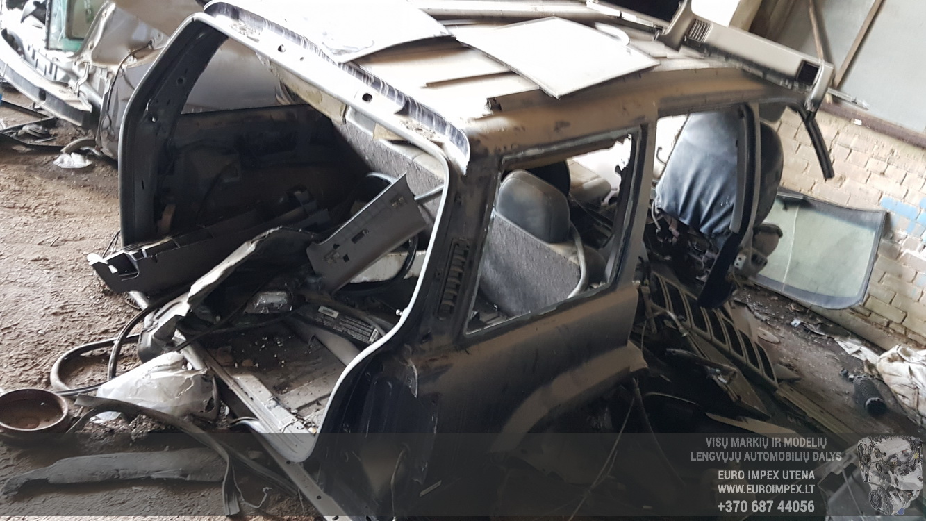 Naudotos automobiliu dallys Foto 5 Jeep GRAND CHEROKEE 1996 5.2 Automatinė Visureigis 4/5 d. Melyna 2016-5-16 A2786