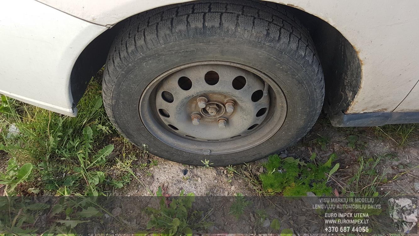 Naudotos automobiliu dallys Foto 4 Ford FOCUS 2001 1.8 Mechaninė Hečbekas 2/3 d. Balta 2016-6-02 A2817