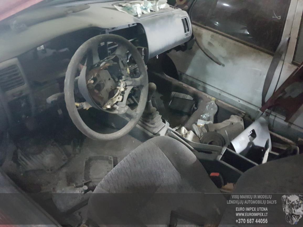 Naudotos automobiliu dallys Foto 5 Nissan ALMERA 1997 2.0 Mechaninė Sedanas 4/5 d. Raudona 2016-7-15 A2907