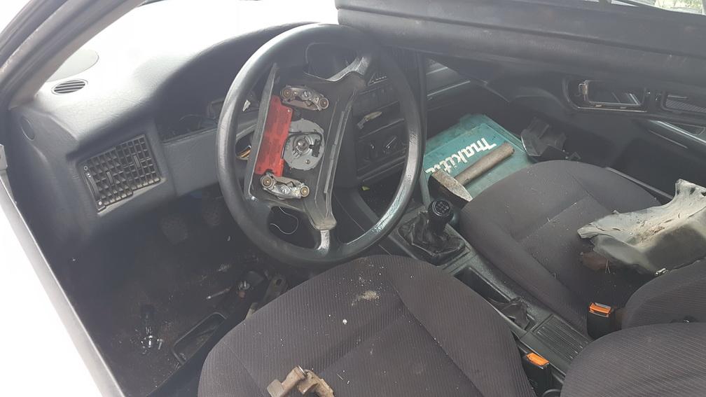 Naudotos automobiliu dallys Foto 3 Audi 80 1994 1.9 Mechaninė Sedanas 4/5 d. Pilka 2016-10-11 A3011