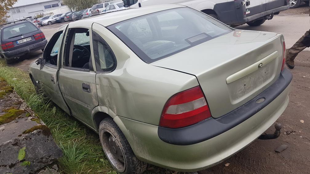 Naudotos automobilio dalys Opel VECTRA 1996 1.7 Mechaninė Sedanas 4/5 d. Zalia 2016-10-11