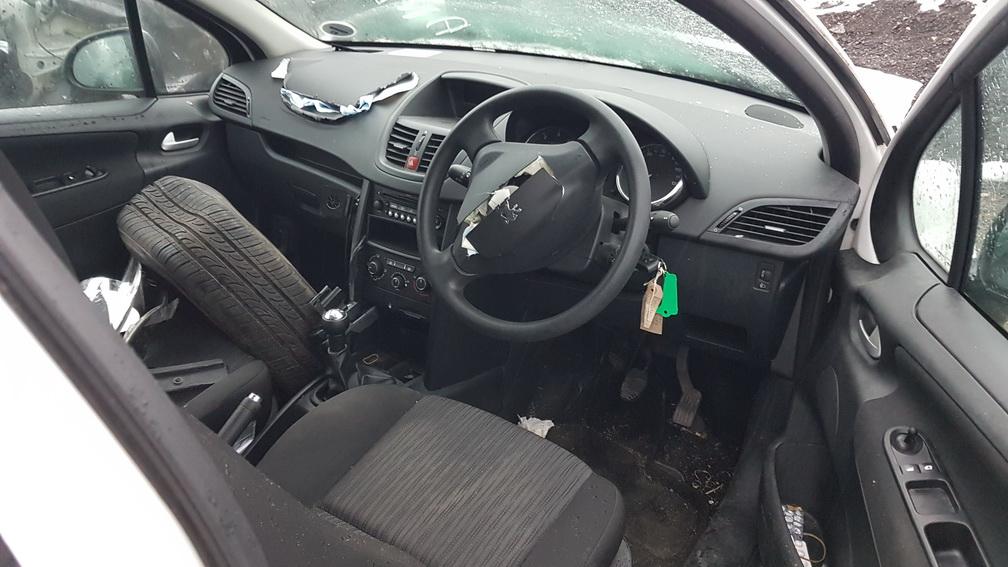 Naudotos automobiliu dallys Foto 3 Peugeot 207 2009 1.4 Mechaninė Hečbekas 2/3 d. Balta 2016-11-17 A3068