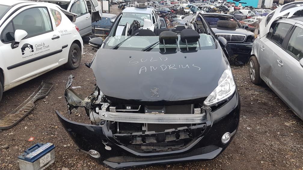 Naudotos automobilio dalys Peugeot 208 2013 1.2 Mechaninė Hečbekas 4/5 d. Juoda 2016-11-21