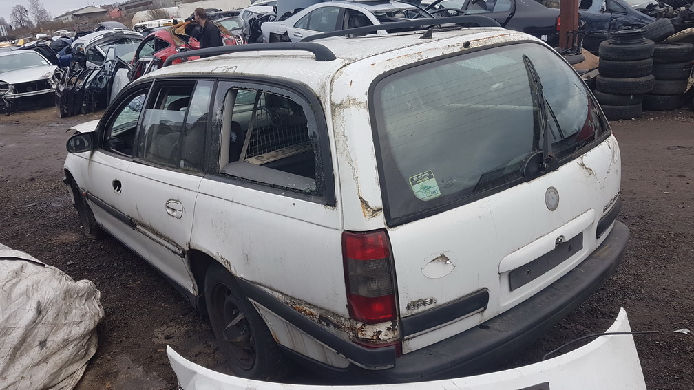 Naudotos automobiliu dallys Foto 4 Opel OMEGA 1995 2.5 Mechaninė Universalas 4/5 d. Balta 2016-11-25 A3079