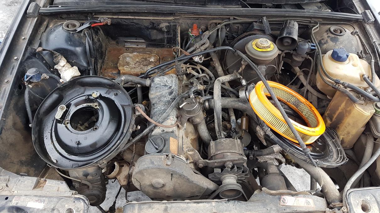 Naudotos automobiliu dallys Foto 8 Audi 80 1989 1.8 Mechaninė Sedanas 4/5 d. Juoda 2017-2-14 A3182