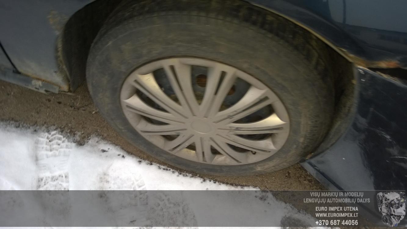 Naudotos automobiliu dallys Foto 4 Ford FOCUS 2001 1.8 Mechaninė Hečbekas 4/5 d. Melyna 2016-3-01 A2632