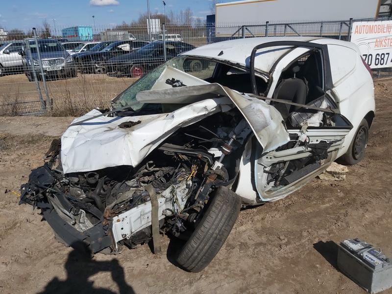 Naudotos automobiliu dallys Foto 3 Ford FIESTA 2015 1.5 Mechaninė Hečbekas 2/3 d. Balta 2020-3-31 A5183
