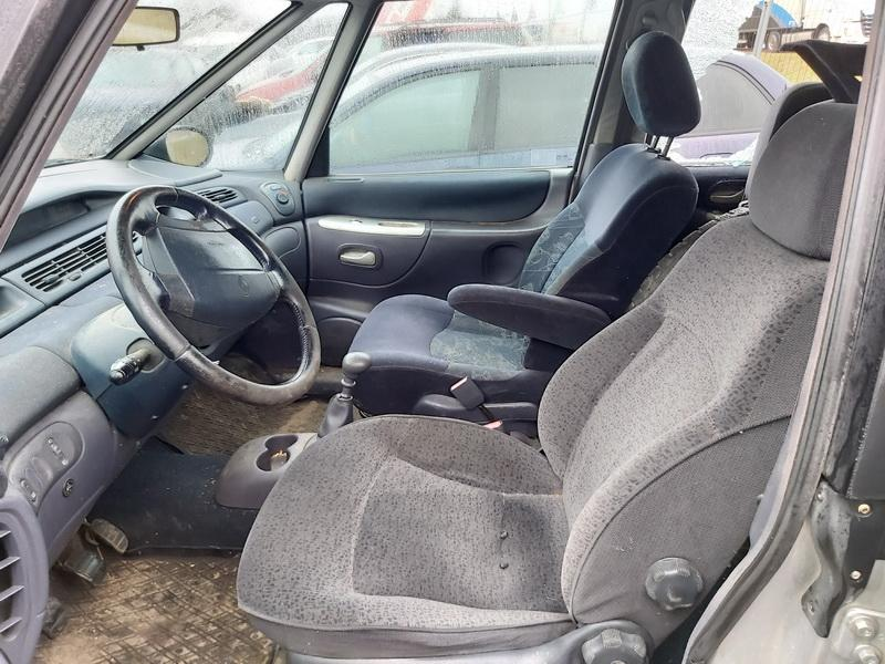 Naudotos automobiliu dallys Foto 5 Renault ESPACE 2002 2.0 Mechaninė Vienatūris 4/5 d. Sidabrine 2020-1-21 A5026