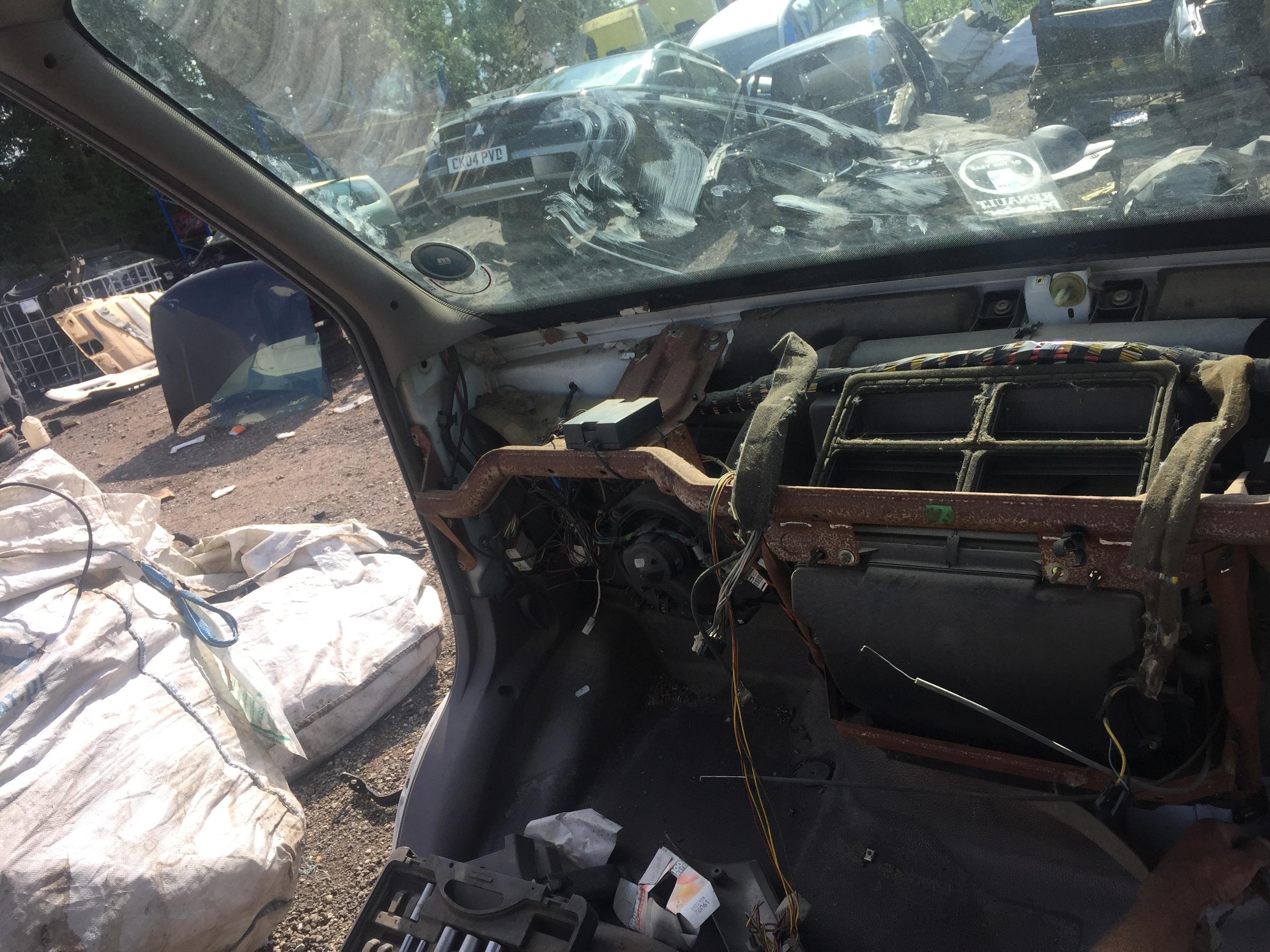 Naudotos automobiliu dallys Foto 5 Renault MASTER 2001 2.8 Mechaninė Krovininis mikroautobusas 4/5 d. Balta 2018-8-27 A4054