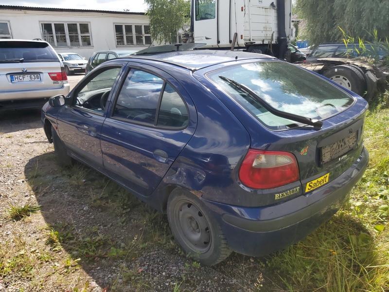 Naudotos automobiliu dallys Foto 7 Renault MEGANE 1999 1.4 Mechaninė Hečbekas 4/5 d. Melyna 2020-7-28 A5469