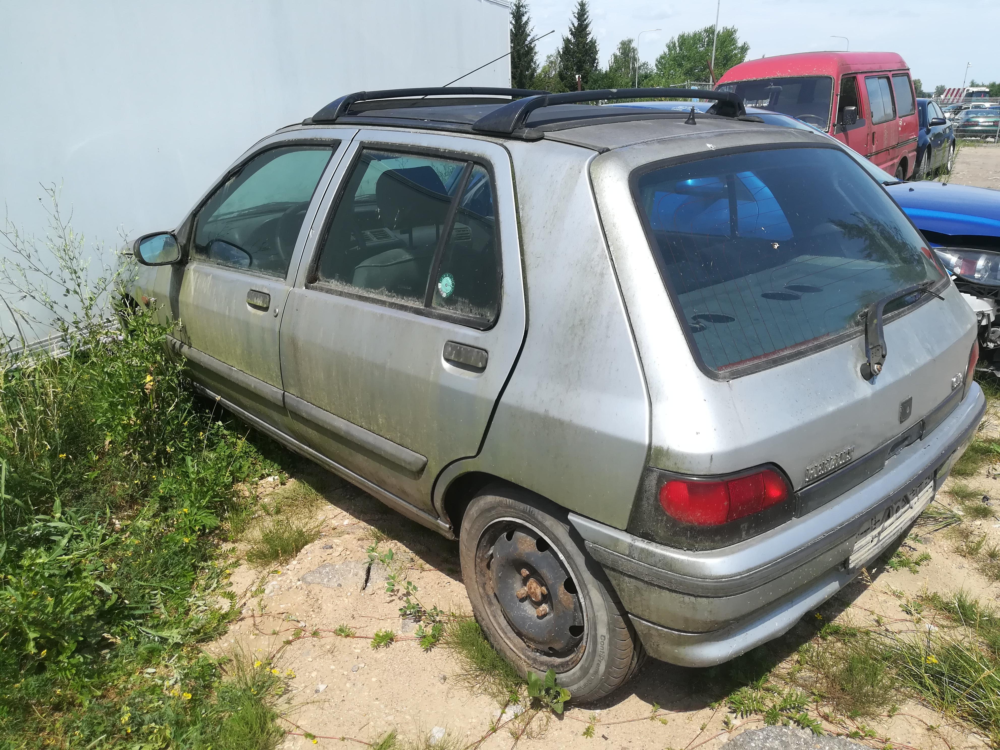 Naudotos automobiliu dallys Foto 5 Renault CLIO 1995 1.8 Automatinė Hečbekas 4/5 d. Sidabrine 2019-6-26 A4580
