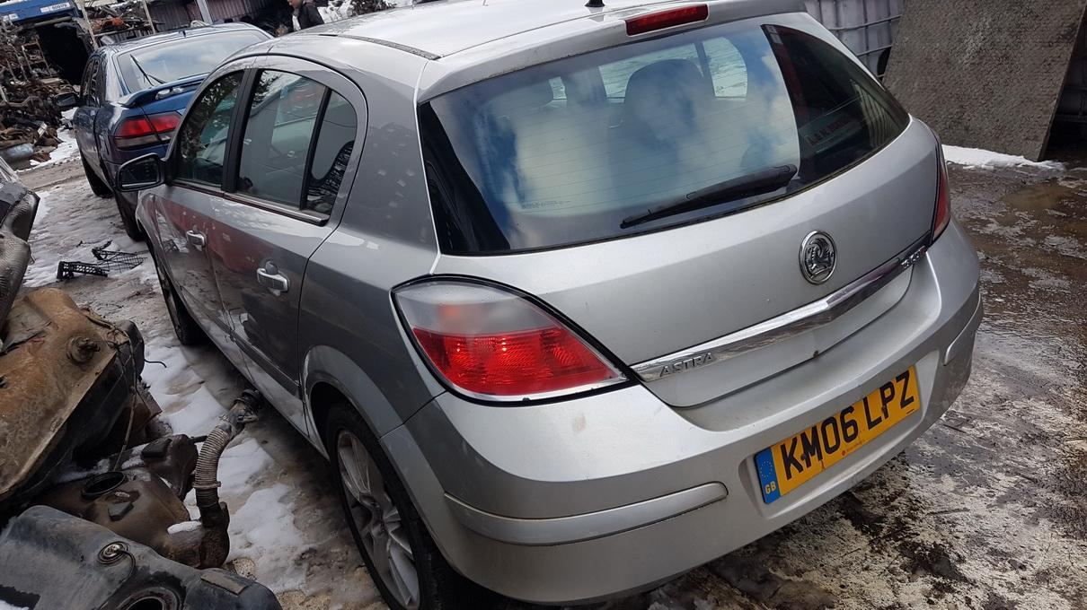 Подержанные Автозапчасти Opel ASTRA 2006 1.9 машиностроение хэтчбэк 4/5 d. Серый 2017-3-08