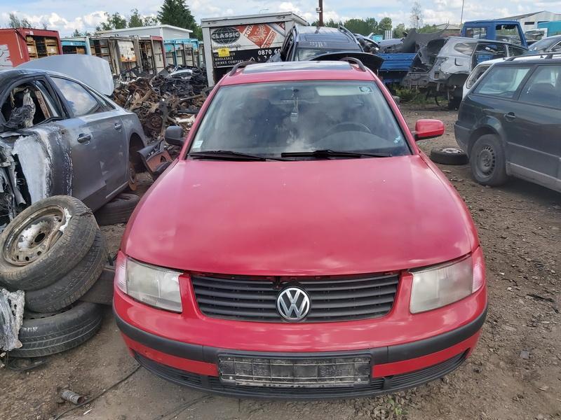 Подержанные Автозапчасти Foto 3 Volkswagen PASSAT 1996 1.6 машиностроение универсал 4/5 d. красный 2020-6-23 A5380