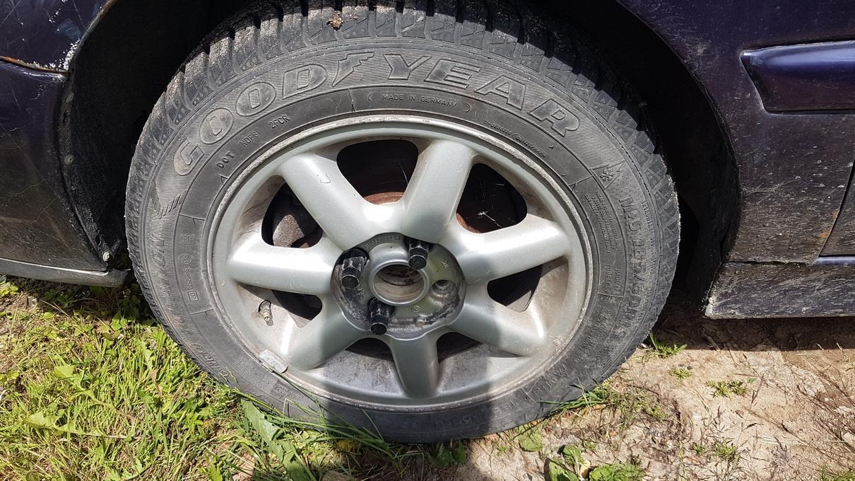 Naudotos automobiliu dallys Foto 4 Volkswagen GOLF 1995 1.8 Mechaninė Kabrioletas 2/3 d. Violetine 2017-6-23 A3338