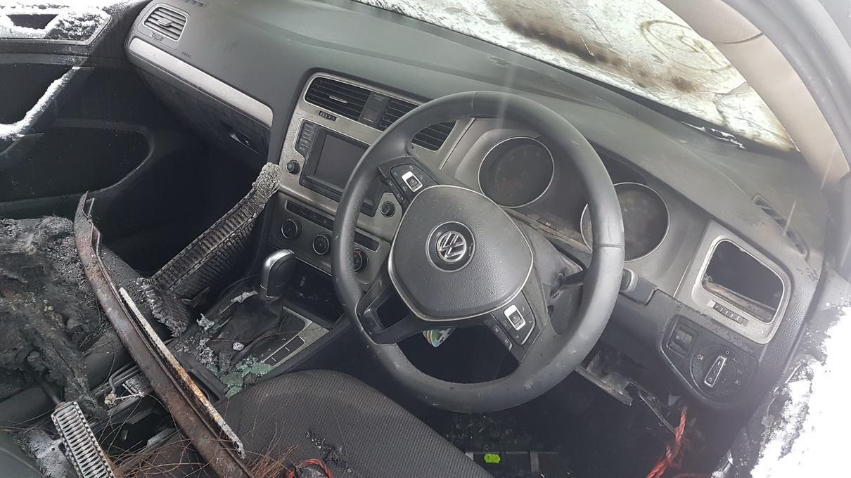 Naudotos automobiliu dallys Foto 3 Volkswagen GOLF 2014 1.4 Automatinė Hečbekas 4/5 d. Juoda 2017-3-07 A3215