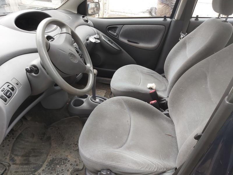 Naudotos automobiliu dallys Foto 5 Toyota YARIS 2001 1.3 Automatinė Hečbekas 4/5 d. Melyna 2020-5-21 A5299