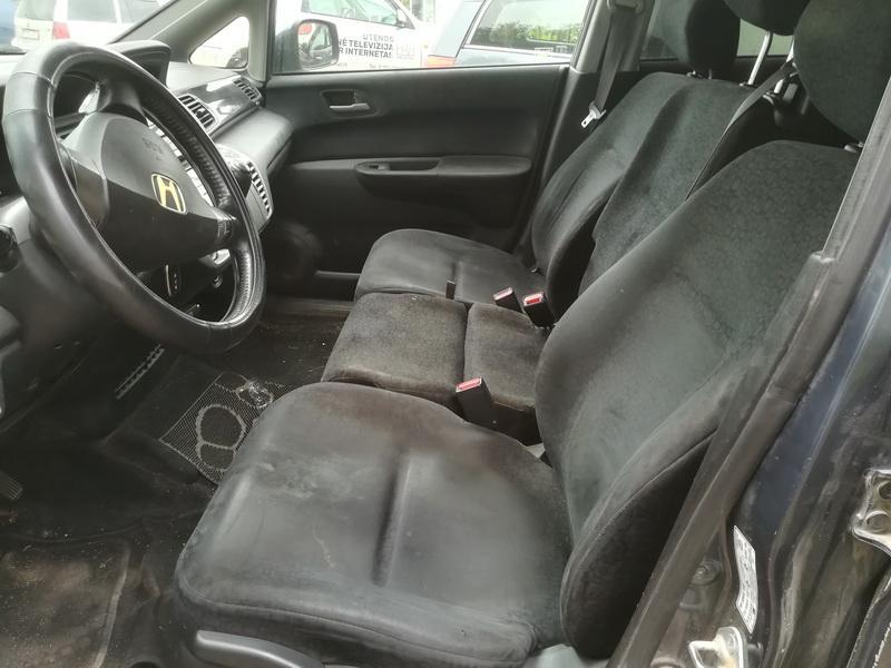 Naudotos automobiliu dallys Foto 5 Honda FR-V 2004 1.7 Mechaninė Vienatūris 4/5 d. Pilka 2019-8-01 A4675