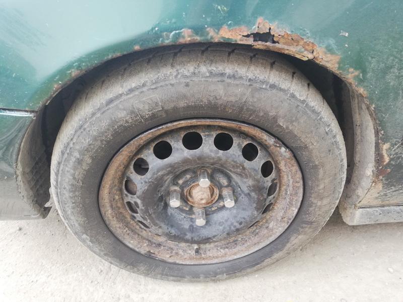 Naudotos automobiliu dallys Foto 9 Volvo S40 1998 1.9 Mechaninė Sedanas 4/5 d. Zalia 2019-8-13 A4706
