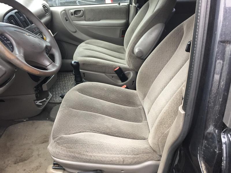 Naudotos automobiliu dallys Foto 7 Chrysler VOYAGER 2001 2.5 Mechaninė Vienatūris 4/5 d. Juoda 2018-11-09 A4179