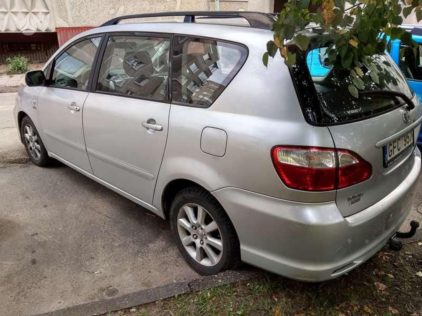 Naudotos automobiliu dallys Foto 3 Toyota AVENSIS VERSO 2005 2.0 Mechaninė Vienatūris 4/5 d. Sidabrine 2018-10-02 A4103