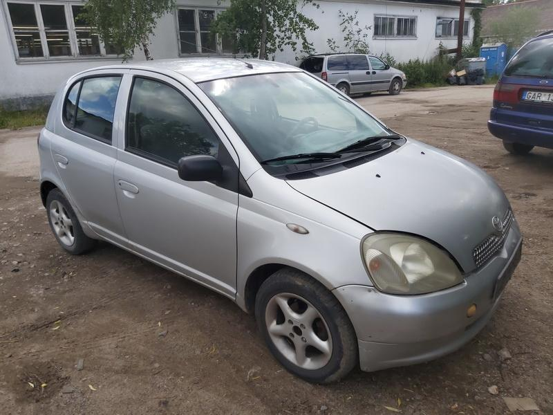Used Car Parts Foto 1 Toyota YARIS 2000 1.0 Mechanical Hatchback 4/5 d. Grey 2020-7-29 A5476