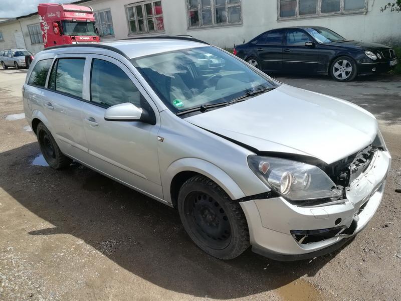 Naudotos automobiliu dallys Foto 3 Opel ASTRA 2006 1.9 Mechaninė Universalas 4/5 d. Sidabrine 2019-8-09 A4697