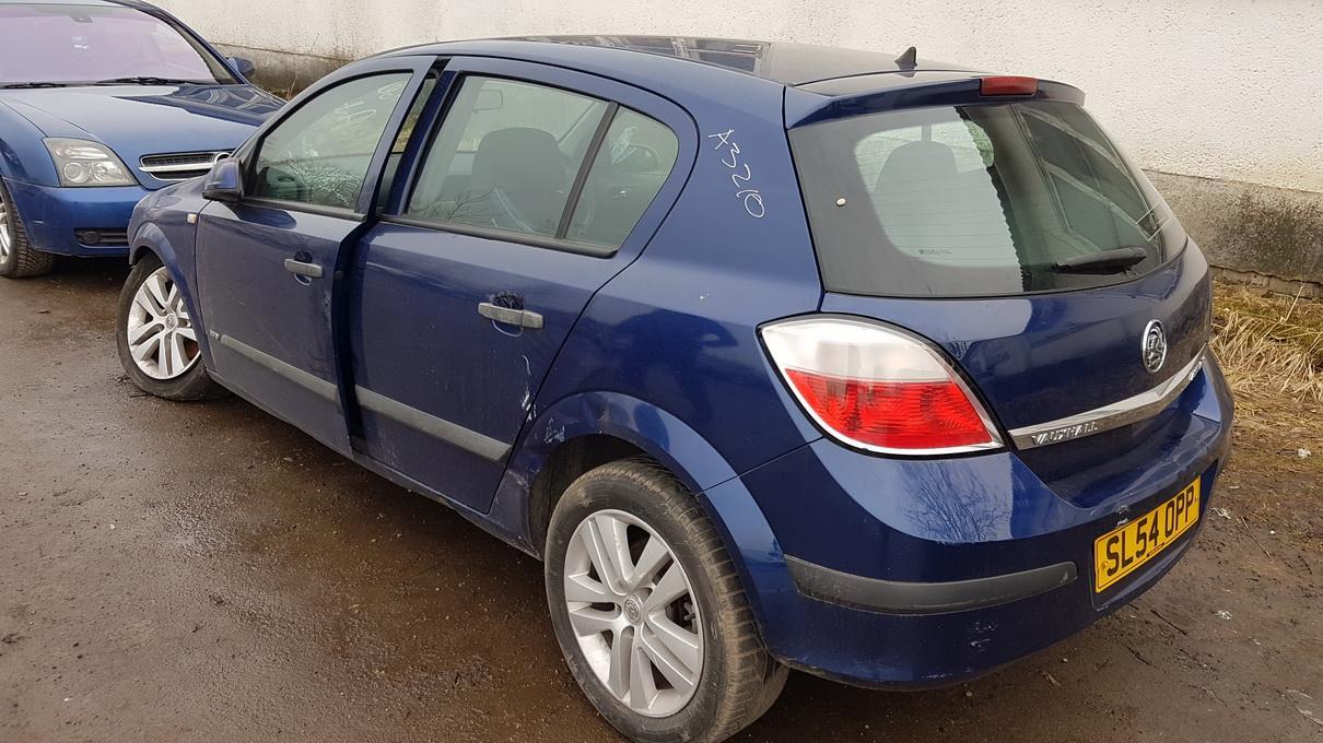 Naudotos automobiliu dallys Foto 5 Opel ASTRA 2004 1.8 Automatinė Hečbekas 4/5 d. Melyna 2017-2-28 A3210