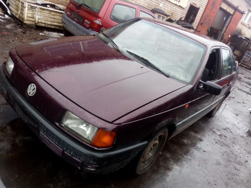 Volkswagen PASSAT 1992 1.6 машиностроение