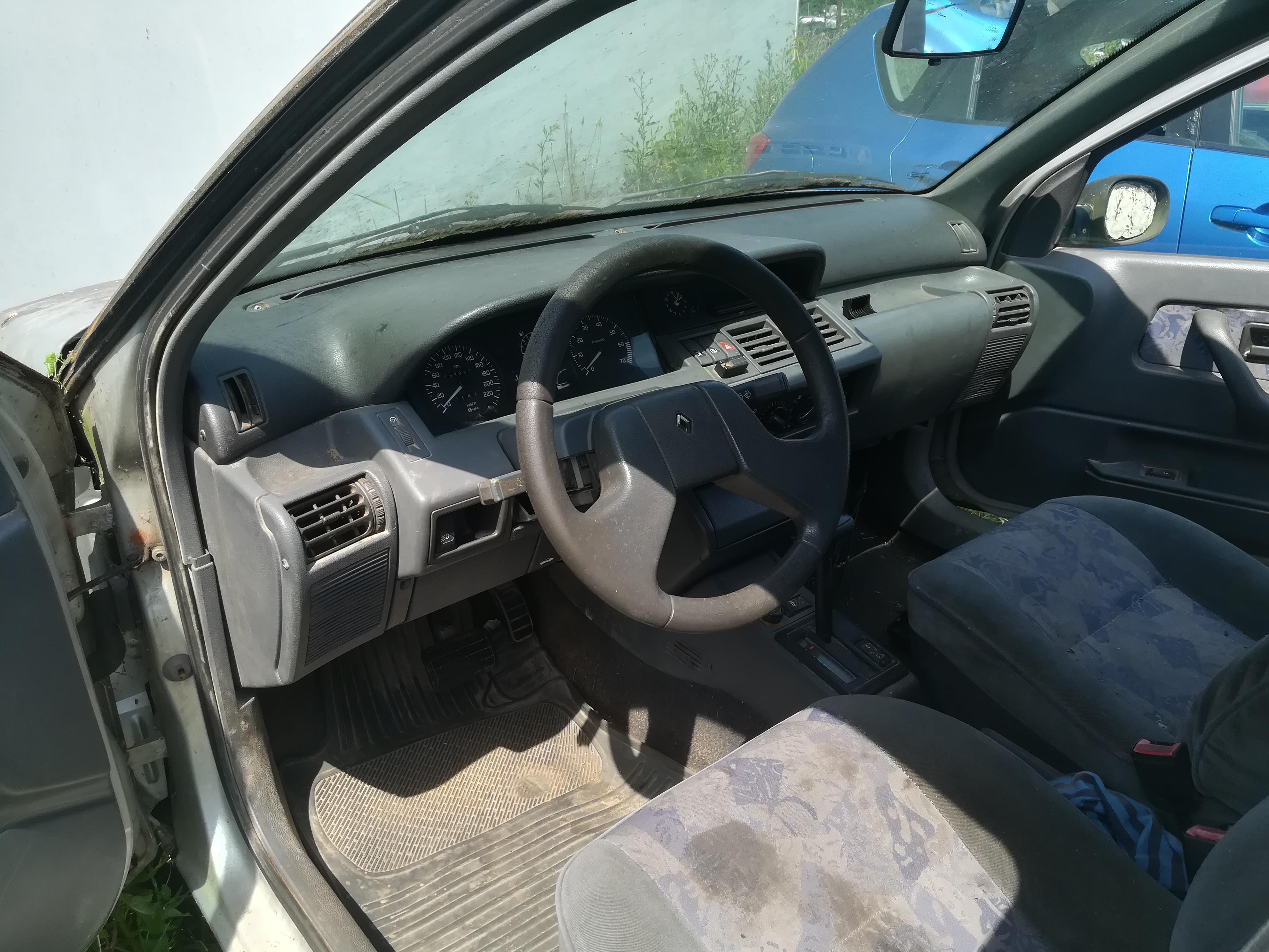 Naudotos automobiliu dallys Foto 4 Renault CLIO 1995 1.8 Automatinė Hečbekas 4/5 d. Sidabrine 2019-6-26 A4580