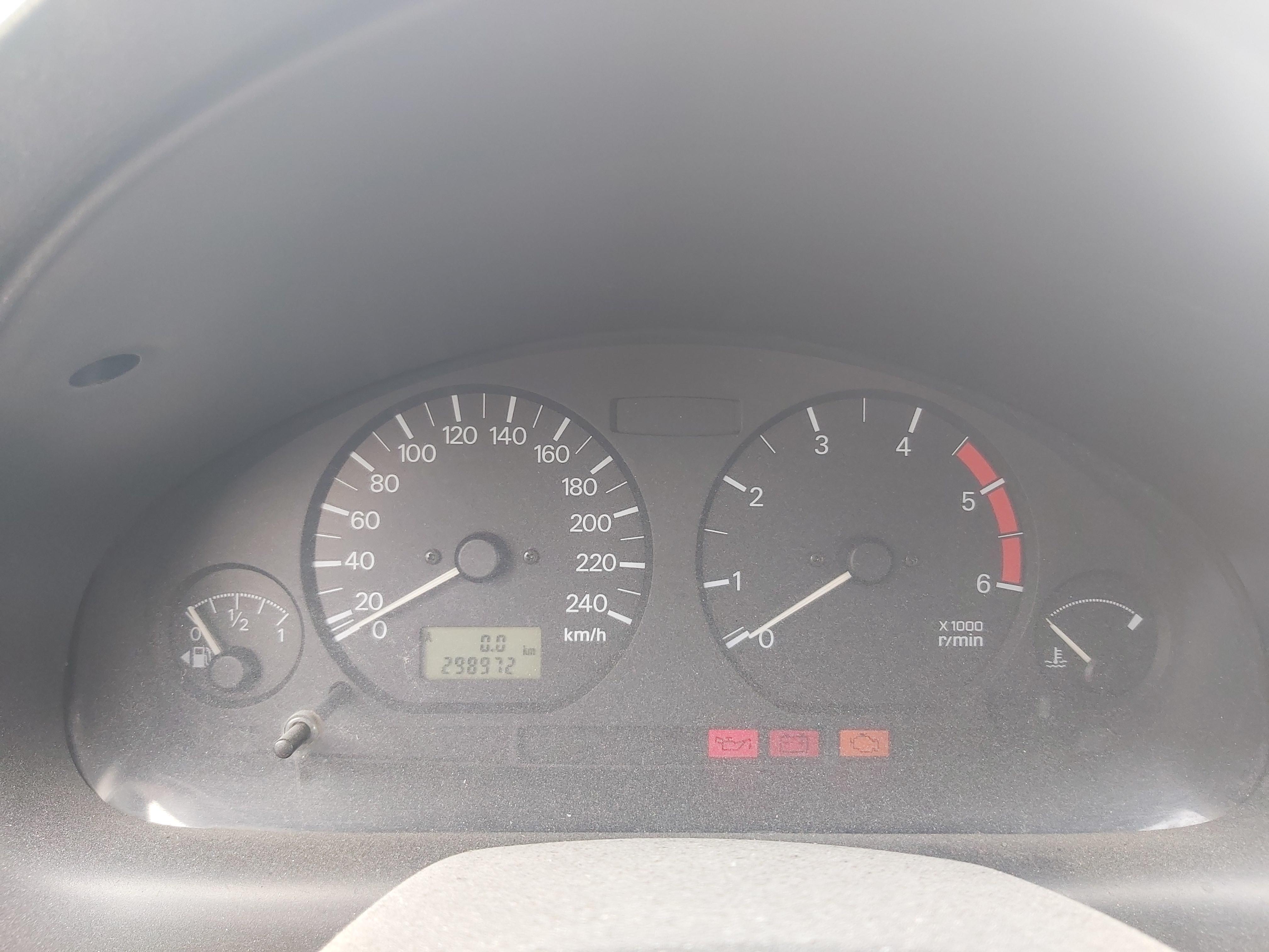 Naudotos automobiliu dallys Foto 7 Mitsubishi CARISMA 2000 1.9 Mechaninė Hečbekas 4/5 d. Melyna 2020-5-06 A5261