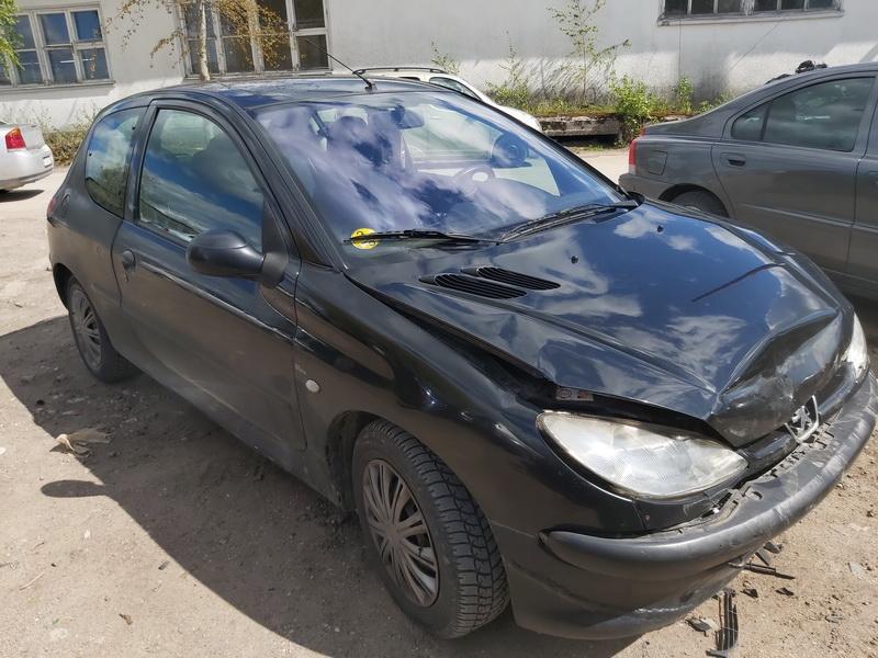 Подержанные Автозапчасти Peugeot 206 2002 1.4 машиностроение хэтчбэк 2/3 d. черный 2020-5-20