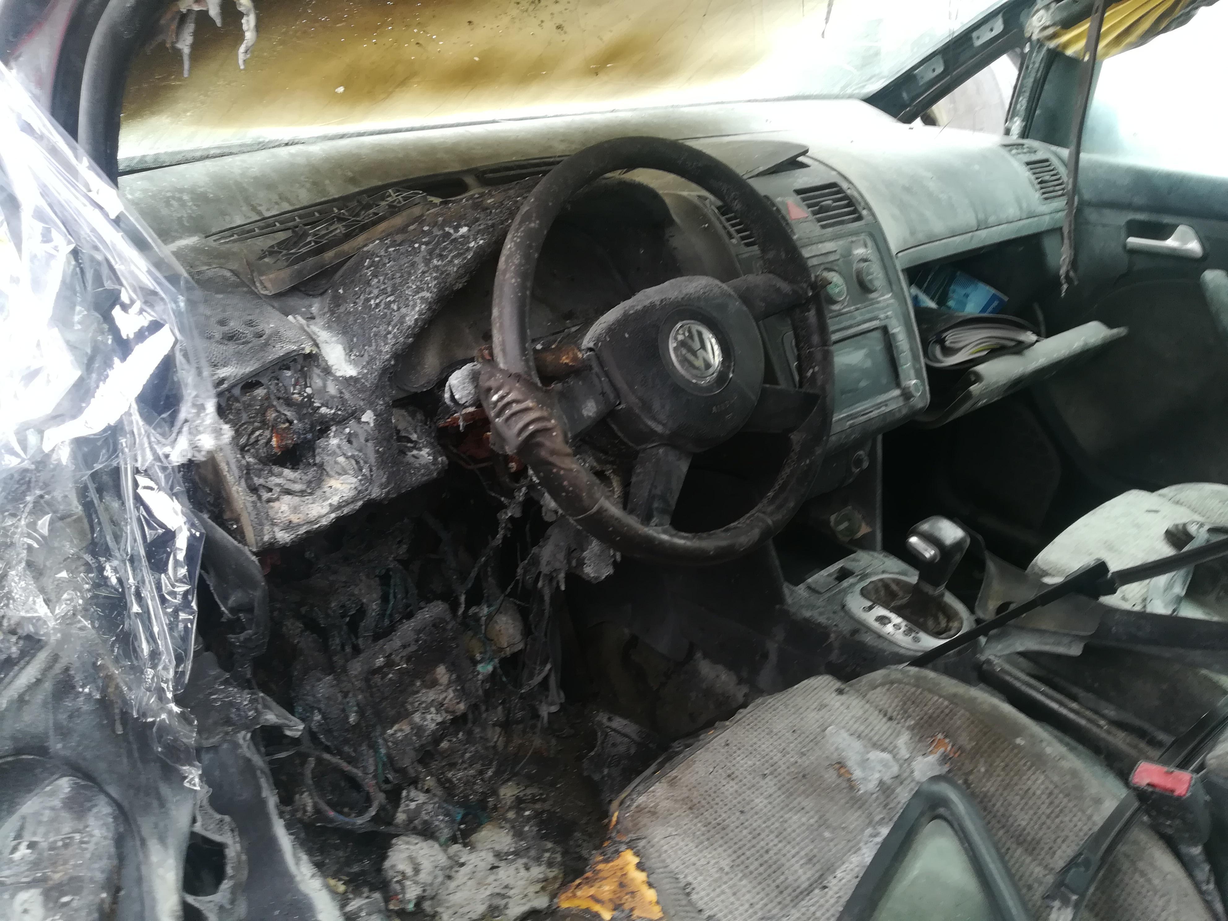 Used Car Parts Foto 6 Volkswagen TOURAN 2004 2.0 Automatic Minivan 4/5 d. Black 2019-4-11 A4417