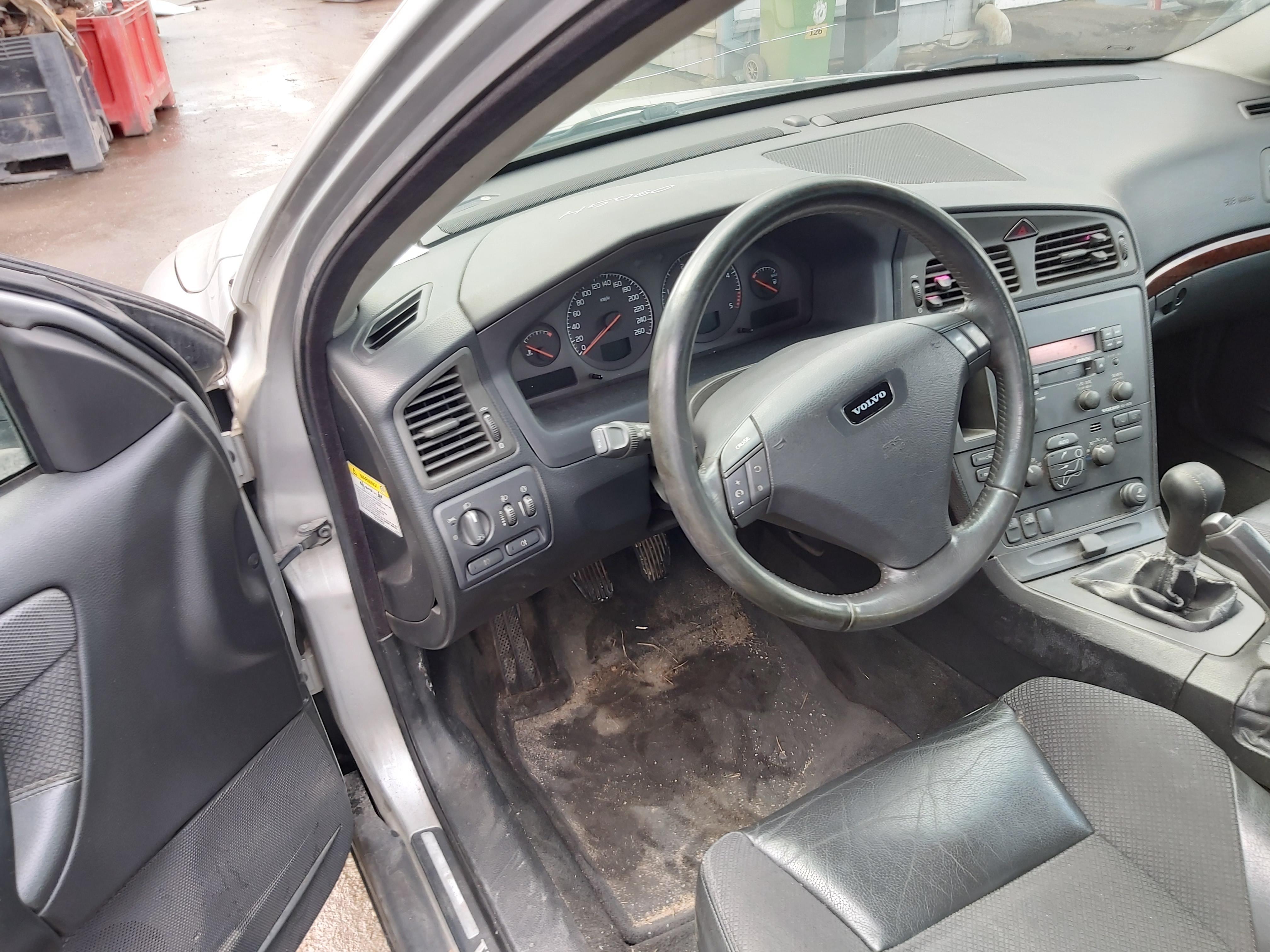 Naudotos automobilio dalys Volvo S60 2002 2.4 Mechaninė Sedanas 4/5 d. Pilka 2020-2-06
