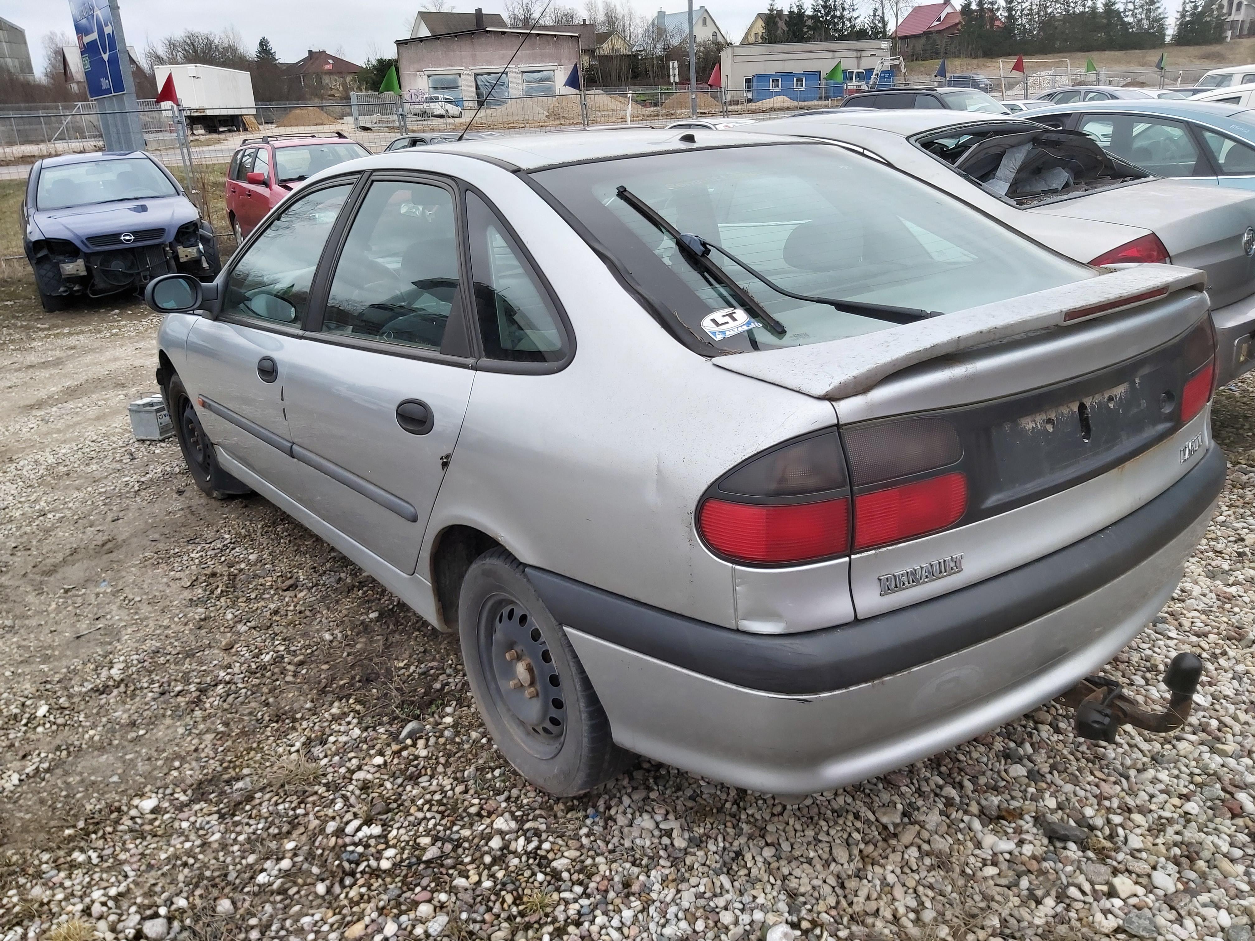 Подержанные Автозапчасти Renault LAGUNA 1995 1.8 машиностроение хэтчбэк 4/5 d. серебро 2020-3-18