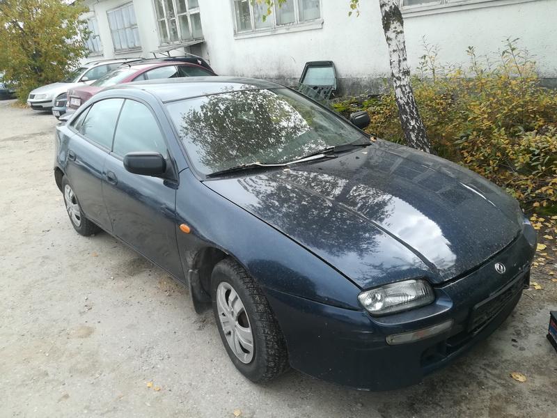 Naudotos automobiliu dallys Foto 1 Mazda 323F 1997 1.8 Automatinė Hečbekas 4/5 d. Melyna 2019-10-03 A4806