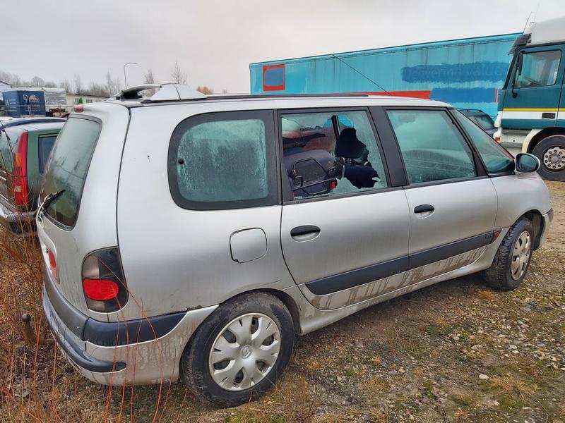 Naudotos automobiliu dallys Foto 8 Renault ESPACE 2002 2.0 Mechaninė Vienatūris 4/5 d. Sidabrine 2020-1-21 A5026