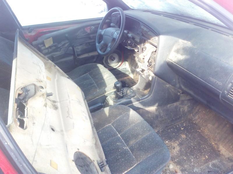 Naudotos automobiliu dallys Foto 5 Volkswagen PASSAT 1995 1.9 Mechaninė Universalas 4/5 d. Raudona 2018-2-22 A3640