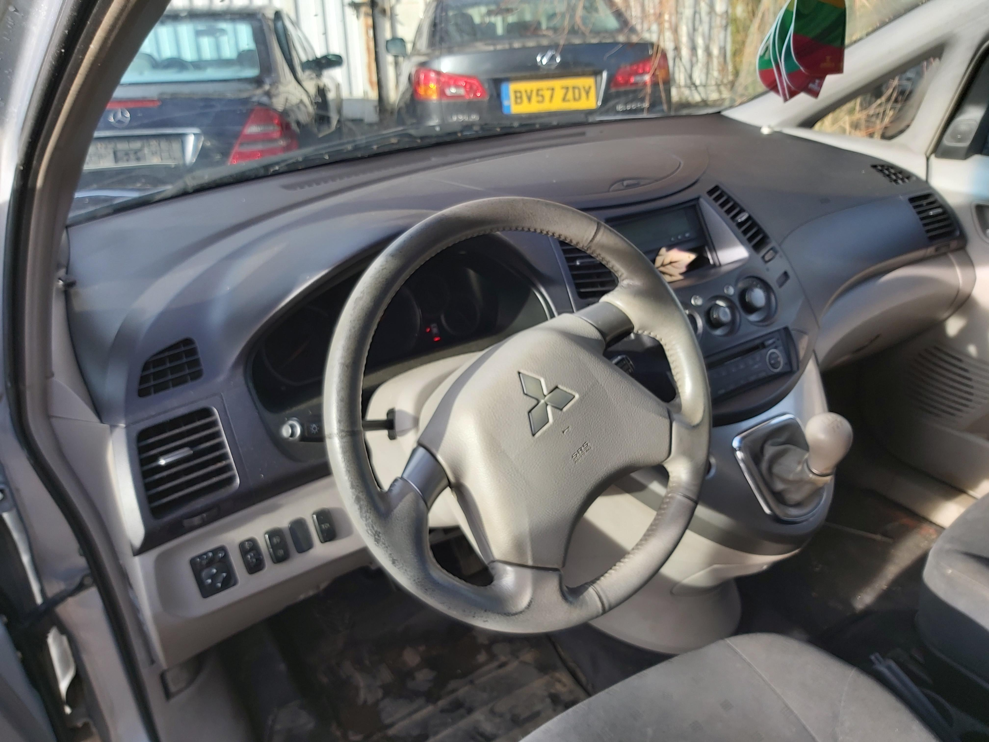 Naudotos automobilio dalys Mitsubishi GRANDIS 2005 2.4 Mechaninė Vienatūris 4/5 d. Pilka 2020-2-06