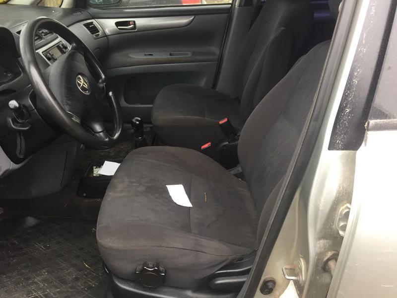 Naudotos automobiliu dallys Foto 7 Toyota AVENSIS VERSO 2001 2.0 Mechaninė Vienatūris 4/5 d. Sidabrine 2018-11-07 A4172