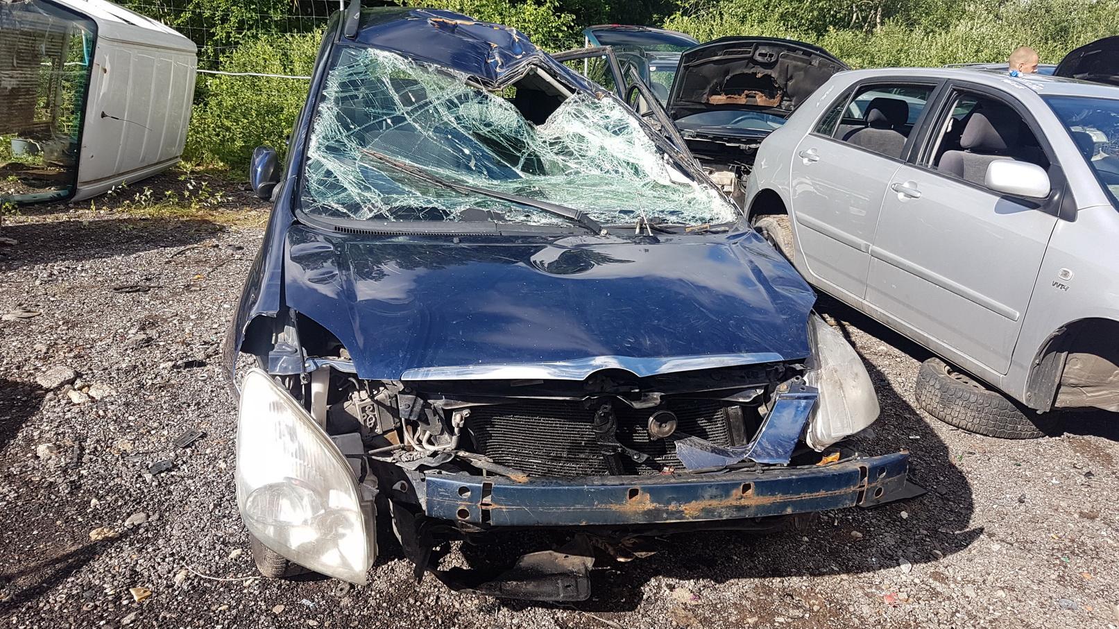 Naudotos automobilio dalys Toyota COROLLA VERSO 2002 2.0 Mechaninė Vienatūris 4/5 d. Melyna 2018-7-02