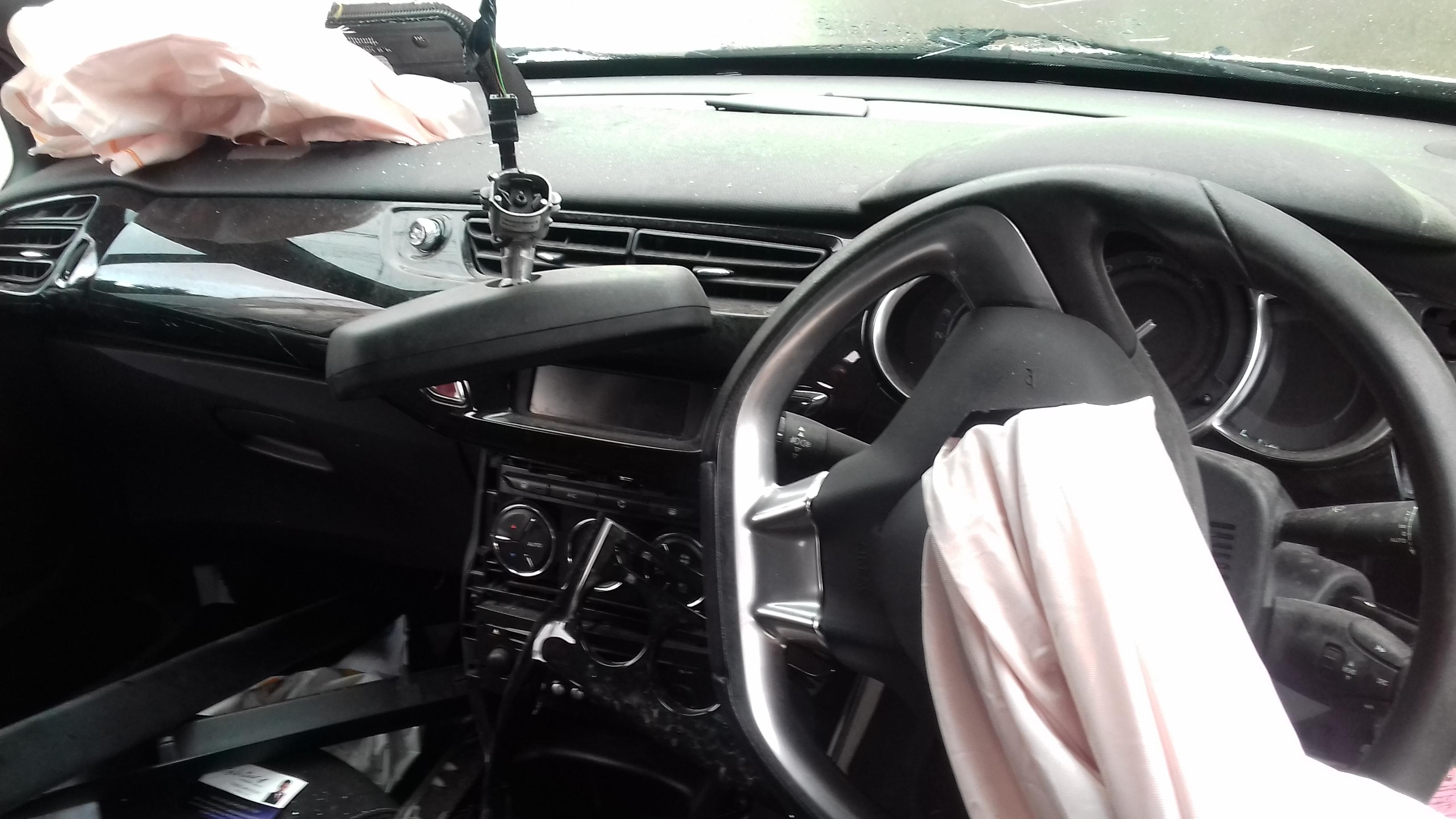 Naudotos automobilio dalys Citroen DS3 2012 1.6 Mechaninė Kupė 2/3 d. Balta 2019-7-05