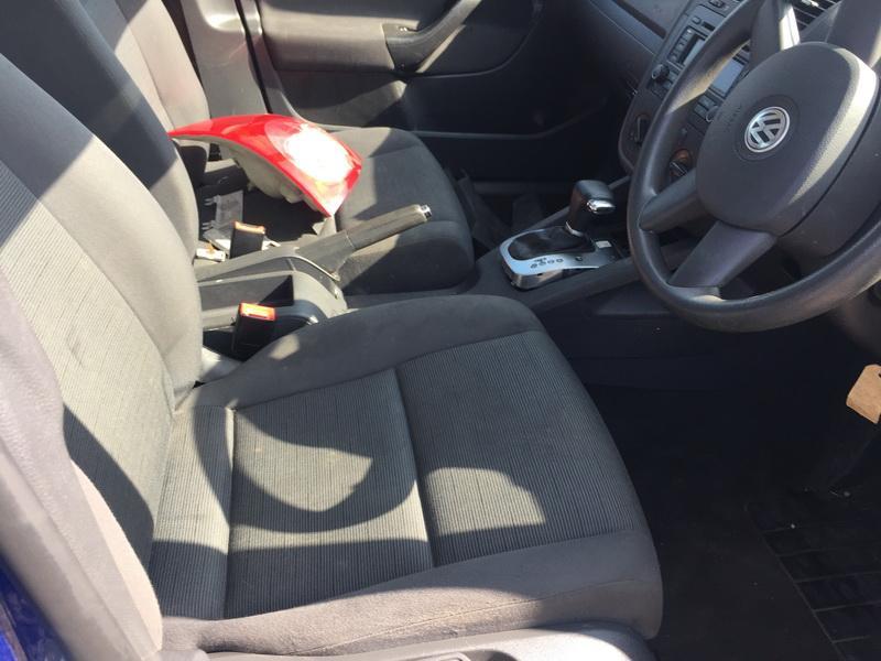 Naudotos automobilio dalys Volkswagen GOLF 2005 1.6 Automatinė Hečbekas 4/5 d. Melyna 2018-9-06