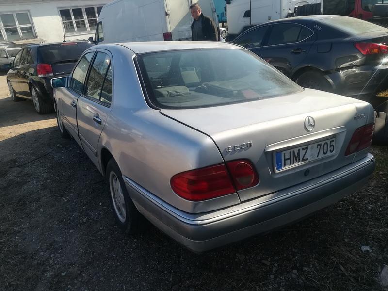 Naudotos automobiliu dallys Foto 8 Mercedes-Benz E-CLASS 1998 2.2 Mechaninė Sedanas 4/5 d. Pilka 2019-4-05 A4403
